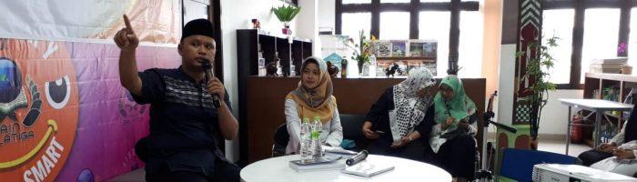 """Bedah Buku """"Konsep Dasar Fisika"""" Oleh Bapak Arif Billah, M.Pd di Perpustakaan IAIN Salatiga, 26 April 2019"""